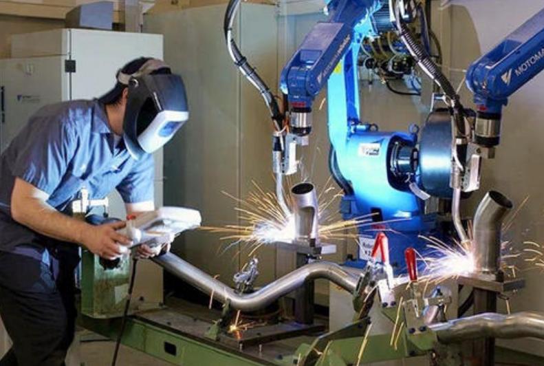 新手操作员使用焊接机器人的10个注意事项